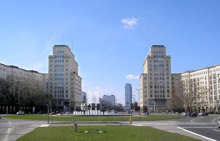 Улица Карл-Маркс-аллее берлин