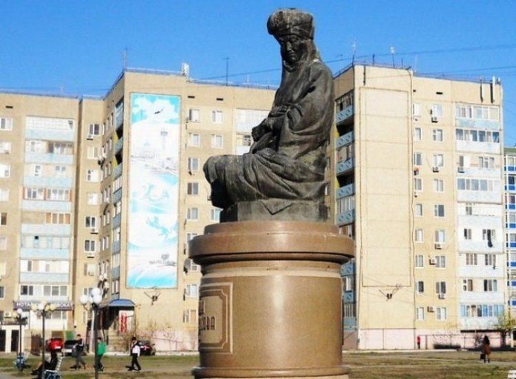 Памятник Дины Нурпеисовой (1861 -1955 гг) Атырау